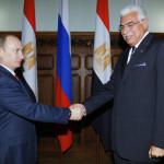 رئيس الوزراء الروسي فلاديمير بوتين في 11 نوفمبر 2008 يستقبل نظيره المصري أحمد نظيف في موسكو أثناء زيارة رسمية.