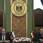 وزير الخارجية المصري نبيل فهمي ونظيره الروسي سيرغي لافروف في العاصمة المصرية يدليان بتصريحات في مؤتمر صحفي في القاهرة.