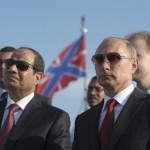 الرئيس الروسي بوتين ونظيره المصري يحضران مراسم الترحيب على متن طراد في ميناء سوتشي 12 أغسطس 2014