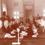 زيارة عبد الناصر رئيس الجمهورية العربية المتحدة للإتحاد السوفيتي خلال المباحثات مع القادة السوفيت والسكرتير الأول للجنة المركزية للحزب الشيوعي السوفيتي نيكيتا خورشوف بمدينة موسكو 14 مايو 1958