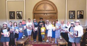 صورة جماعية للطلاب الروس في ضيافة البابا تواضروس الثاني بطريرك الكرازة المرقسية وبابا الإسكندرية