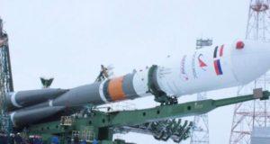أثناء نقل الصاروخ الروسي سايوز وفي مقدمته القمر المصري أيجيبت سات أيه بالسكك الحديدية داخل مطار بيكانور الفضائي في إتجاهه إلى       منصة الإطلاق